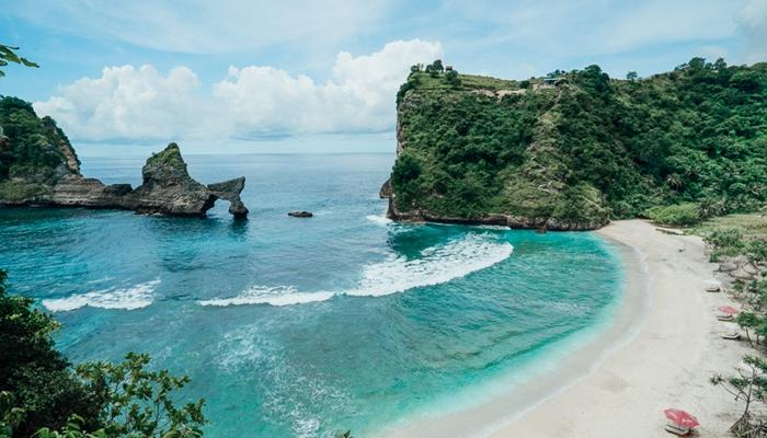 Pantai Indah yang ada di Pulau Nusa Penida