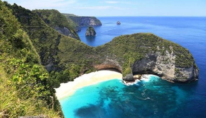 Pemndangan Pantai Nusa Penida Bali
