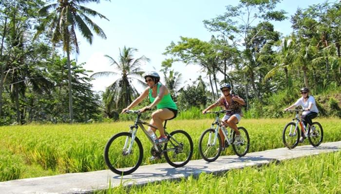 Naik Sepeda di Kintamani